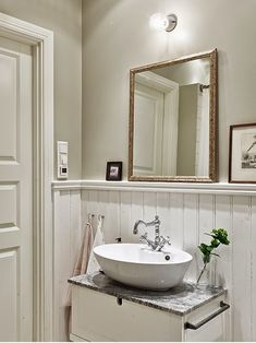 My Bohemic home: Badrumsinspiration - lantliga badrum! Modern Bathroom, Small Bathroom, Master Bathroom, Storage Stool, My First Apartment, Mediterranean Decor, Viera, Bathroom Inspiration, Home Remodeling