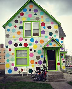 Silk and Spice: Personal Style: {Polka Dots and Pastels} This house makes me so happy. How happy would I be if I lived in this house? A smile every day! Colourful Buildings, Unusual Buildings, Play Houses, Architecture, House Colors, Rainbow Colors, Paint Colors, Beautiful Homes, Street Art