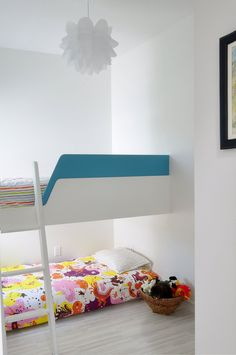so cute! one bunk on the floor, so the little one doesn't fall off! Custom kids loft bed