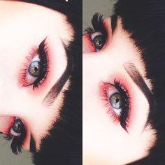 Eye make-up in red . also love the big eyelashes ♥, . - Eye makeup in red …. also love the big eyelashes ♥, # eyelashes - Red Makeup, Gothic Makeup, Dark Makeup, Cute Makeup, Skin Makeup, Makeup Art, Crazy Makeup, Pink Eyeliner, Red Eyeshadow