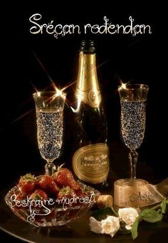 CHAMPAGNE And STRAWBERRIES ♚★Enchanted Evening♚★ ( before dropping a Strawberry in your glass, poke several small holes in it. By the time you've finished your drink, the Strawberry has soaked up the Champagne and TASTES AMAZING! Champagne Moet, Champagne Glasses, Strawberry Champagne, New Years Eve Party, Happy New Year, I'm Happy, Wines, Party Time, Photos