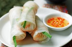 Unlike deep-fried spring rolls, these prawn-and-vermicelli rolls are fresh, healthy and a favourite among newcomers to Vietnamese cuisine. Chicken Rice Paper Rolls, Vietnamese Rice Paper Rolls, Fried Spring Rolls, Vegetarian Recipes, Healthy Recipes, Seafood Recipes, Vietnamese Cuisine, Vietnamese Recipes, Beef Stir Fry