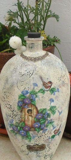 ♡ Decoupage Art, Decoupage Vintage, Shabby Vintage, Bottle Painting, Bottle Art, Altered Bottles, Arte Popular, Bottles And Jars, Halloween Fun