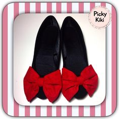 Black suede and red velvet bow. Ballerina Shoes, Trendy Shoes, Ballerinas, Red Velvet, Black Suede, Minnie Mouse, Bows, Fashion Outfits, Chic