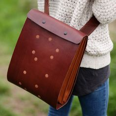 Carapacho Chestnut leather backbag