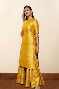 Party Wear Indian Dresses, Designer Party Wear Dresses, Indian Gowns Dresses, Indian Bridal Outfits, Indian Fashion Dresses, Dress Indian Style, Indian Designer Outfits, Designer Suits For Wedding, Indian Designers