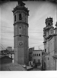 Torre (87 mts. de altura) (Castellón) Vista de la torre de la catedral, de planta octogonal con escasa decoración. http://aleph.csic.es/F?func=find-c&ccl_term=SYS%3D000104661&local_base=ARCHIVOS