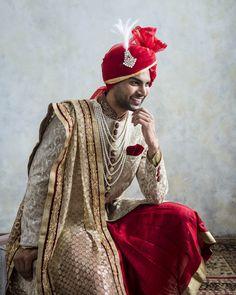 Hindu Wedding Photos, Indian Bridal Photos, Indian Wedding Couple Photography, Wedding Couple Poses, Indian Groom Dress, Wedding Dresses Men Indian, Indian Wedding Bride, Wedding Dress Men, Bride Poses