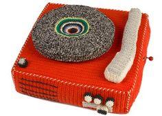 Handgehäkelte Plattenspieler-Spieluhr Anne-Claire Petit | Kindershop Das Kleine Zebra