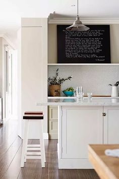 A family kitchen has been given a touch of classic American charm Kitchen Cabinet Design, Kitchen Cabinets, Family Kitchen, Traditional Kitchen, The Hamptons, Table, Kitchens, Furniture, Home Decor