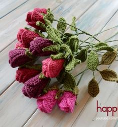 There is nothing that delights us more than trying to recreate nature through crochet! So let's try to crochet a gorgeous lifelike rose ! OR why not make up a whole bunch to make into a bouquet ! Happy Berry Crochet shows you how to crochet a bouquet ...