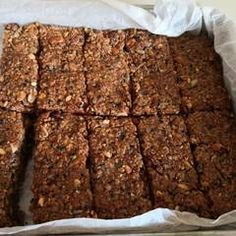 Σπιτικές μπάρες δημητριακών (granola) συνταγή από marilouthegreat - Cookpad Granola, Vegan, Desserts, Food, Tailgate Desserts, Deserts, Essen, Postres, Meals