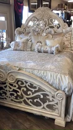 Luxury Bedding Collections, Luxury Bedding Sets, Bedroom Layouts, Bedroom Sets, Baroque Bedroom, Bedroom Furniture, Bedroom Decor, Furniture Design, Luxury Bedspreads