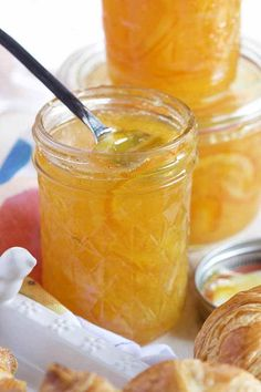 Easy Orange Marmalade The BEST and EASIEST Orange Marmalade recipe ever with a secret ingredient that makes it taste like an orange creamsicle.minus the cream. Jelly Recipes, Jam Recipes, Canning Recipes, Recipies, Relish Recipes, Canning Tips, Chutney Recipes, Cooker Recipes, Asian Recipes