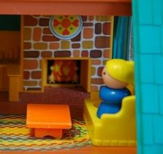 momma relaxing by the fire, just like real life 43 yrs later lol ...1969 Vintage Fisher Price dollhouse