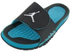 3168ae28e632d8 Nike Men s NIKE JORDAN HYDRO V RETRO SANDALS 9 Men US (BLACK WHITE NEW  EMERALD)