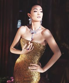 Gong Li adorned with Piaget Couture Précieuse jewelry. Swiss luxury watchmaker and jeweler, Piaget , has named actress Gong Li as its new g. Gong Li, In China, China Girl, Beautiful Women Over 40, Beautiful People, Gold Fashion, Asian Fashion, Fashion Jewelry, Actrices Sexy