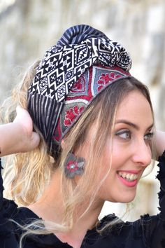 👌🌸🌼This stunning collection is reminiscent of a more romantic time. Soft colors frame your face beautifully and allow your personal features to shine forth. #turban #turbanfashion #turbans #turbansbyrona #turbanstyle #turbanista #turbanistaparis #turbanli #turbanistas #headwrap #headbands #headwraps #hairloss #hairlosssolution #fashionista #fashionblogger #styleinspo #styleinspiration #vintagefashion #headscarf No Slip Headbands, Head Scarf Styles, Turban Style, Style Challenge, Vintage Girls, Vintage Hairstyles, Head Wraps, Bandana, Compliments