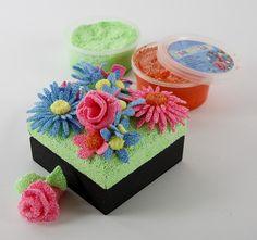 10725 Uitgestanste foam clay bloemen op doosje