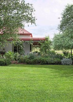 Pastoral paradise It's all about crackling fires, homegrown vegies and pink sunsets in this century-old farmhouse - by Leesa Maher - Pastoral paradise - Homes, Bathroom, Kitchen & Outdoor Farmhouse Landscaping, Farmhouse Garden, Backyard Landscaping, Hydrangea Landscaping, Landscaping Ideas, Country Stil, Country Life, Country Living, Australia Country