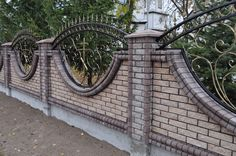 Metal Gates, Wrought Iron Fences, Iron Gates, House Fence Design, Garden Wall Designs, Modern House Design, Boundry Wall, Home Fencing, Fence Doors