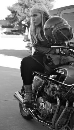 Style Cafe Racer, Cafe Racer Girl, Ducati Monster, Lady Biker, Biker Girl, Cafe Racer Casco, Motos Sexy, Biker Chick Style, Performance Marketing