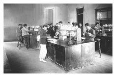 Laboratorio de Química (1921) Grupo de alumnos en práctica de Laboratorio de Química de la Escuela de Minas de Copiapó el año 1921. Old Photos, Group, School
