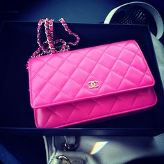 Chanel wallet on chain.