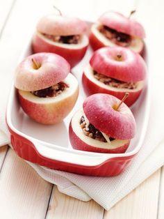 Pommes au four farcies aux amandes et au miel  Un régal avec une crème anglaise.  #recette #pommes #amandes #miel #farce