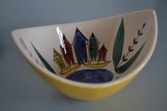 Vintage Stavangerflint bowl by Inger Waage Nordic Design, Scandinavian Design, Norway Food, Norway In A Nutshell, Stavanger, Wood Carving, Serving Bowls, Design Inspiration, Pottery