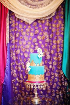 Turquoise and gold. Anna Elizabeth Cakes. Photography by Vasia Weddings / vasia-weddings.com
