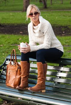 Leggings with Boots Look   ... leggings~look-main-single.jpg http://chicisimo.es/outfit/caramel-bag