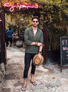 16 Stylish Summer Outfits for Men : Honcho Lifestyle Men Looks, Mens Summer Hats, Stylish Summer Outfits, Boho Fashion, Mens Fashion, Herren Outfit, Male Feet, Men Casual, Guys
