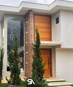 Revestimento de parede externa: 60 ideias incríveis para a sua casa Bungalow House Design, House Front Design, Small House Design, Modern House Design, Villa Design, Facade Design, Exterior Design, Modern Entrance Door, House Entrance