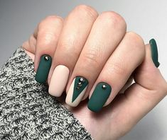 Accurate nails, Classic nails ideas, Green matte nails, Ideas of matte nails, Nails with rhin Dark Green Nails, Green Nail Art, Green Nail Designs, Fall Nail Art Designs, Matte Nails, Pink Nails, Hair And Nails, My Nails, Simple Fall Nails