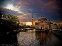 Good night and Gute Nacht from Berlin, in Germany.  Photo by Magda Nowacka. Facebook Page: https://www.facebook.com/pg/MagdaNowackaPhotography/photos/?ref=page_internal #EuropaUnited