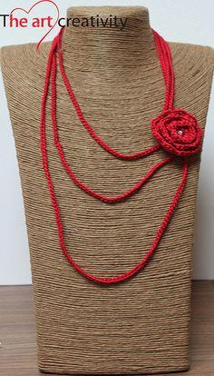 Collana rossa a uncinetto con rosa rossa che si trasforma in una spilla. #collana #rosso #spilla #rosa #uncinetto #cotone #filo #lotrovisuMissHobby