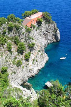 Casa Malaparte  La icónica casa de la arquitectura mediterránea en Capri, Italia, creada por un escritor.