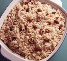 Real Jamaican Food: Rice and Peas (Red Kidney Beans). Also, has a link for a great Jerk Chicken recipe! Great for a traditional Jamaican Sunday dinner. Jamaican Cuisine, Jamaican Dishes, Jamaican Recipes, Jamaican Rice, Jamaican Restaurant, Jamaican Chicken, Carribean Food, Caribbean Recipes, Caribbean Rice
