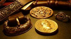 Schwert 10. Jh, Scheibenfibel Borrestil 10. Jh., Siegelring 7. Jh,, Gürtel Borrestil 9.-10. Jh.