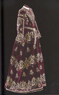 Bindallı entari.  Goldwork on velvet. Late 19th century, Sadberk Hanim Museum.