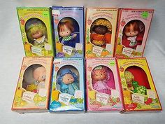 vintage-lot-of-8-kenner-strawberry-shortcake-dolls-in-original-boxes-2f67c726f31001fc14fb28660e8fbf41.jpg (400×300)