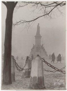 Dla wszystkich przemykających żwawo przez Rynek do pracy i nie tylko... Agencja Fotograficzna Światowid, 1932, wł. MHK.