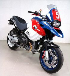 Motard BMW Super MotoLarger versions of images here ;-) Panda Moto are a French company specialising in modifyin . Bmw Motorbikes, Bmw Motorcycles, Custom Motorcycles, Custom Bikes, Gs 1200 Bmw, Trail Motorcycle, Motorcycle Adventure, 1200 Gs Adventure, Tuning Bmw