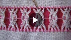 Deshilado que se puede apreciar por los dos lados de la tela. La utilizo para adornar servilletas, cortinas, franjas de rebozos y mantelería en general. Tela: lino Panamá. Hilo: Omega crochet del 20 color rosa.