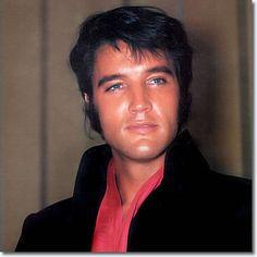 Elvis Presley Press Conference - Las Vegas 1969 - one of my fav. pics of him!