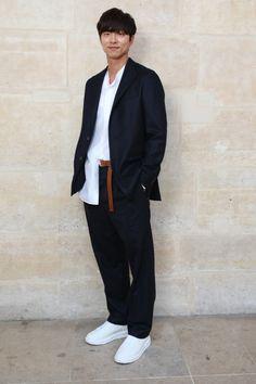[스포츠조선 조윤선 기자] 배우 공유가 '찬란하신' 비주얼을 드러냈다. 공유는 지난 22일(현지 시간) 프랑스 파리 팔레 루아얄(Palais-Royal)에서 개최된 루이비통 2018 봄-여름 남성 컬렉션 쇼에 참석했