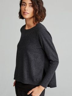 Easy, slightly boxy fit.   Measures 25 1/4 inches in front, 27 1/4 inches in back (size 1X).