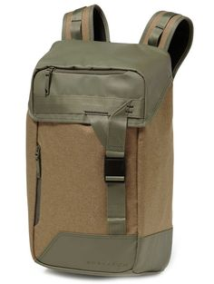 Kup Oakley Halifax Backpack on-line na blue-tomato.com