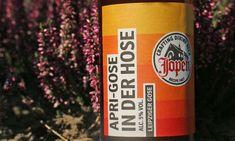 Een Leipziger Gose gebrouwen door brouwerij Jopen uit Haarlem. Gose bieren, ik zie ze steeds vaker voorbijkomen. Zo had Brand tijdelijk een gose in het assortiment en ook Budels heeft er eentje gebrouwen. Maar ook Jopen heeft zich aan deze bierstijl gewaagd. De Apri-Gose in der hose van Jopen is een sour van 5%. Het […] The post Jopen – Apri-Gose in der Hose appeared first on Hopblog.nl. San Pellegrino, Beverages, Drinks, Soda, Canning, Beer, Drink, Soft Drink, Conservation